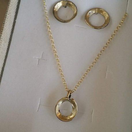Conjunto aritos dorados